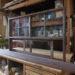 カウンター天板一体型のキッチン造作窓(上部FIX、下部引き違い戸)-624